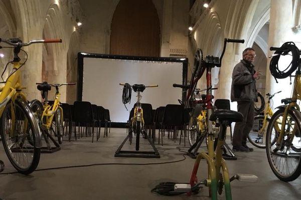 le ciné mobile est installédans l'église du Vieux-Saint-Sauveur pour une séance insolite ce 29 décembre à 17H