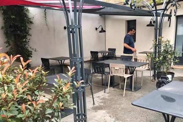 45 repas servis sur cette terrasse contre 65 avant les mesures de distanciation sociale