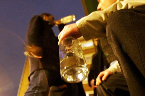 Les alcoolisations des adolescents ne seraient pas dues aux mêmes facteurs que l'on soit une fille ou un garçon