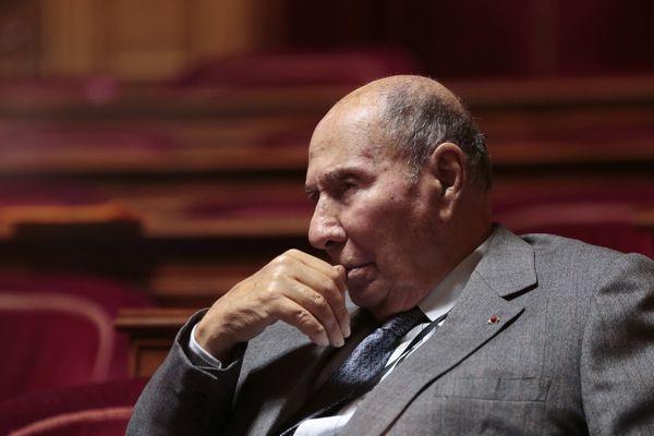 Serge Dassault était un multi-milliardaire et businessman. Il a aussi rempli les rôles de sénateur et Maire de Corbeil-Essone au sud de Paris.