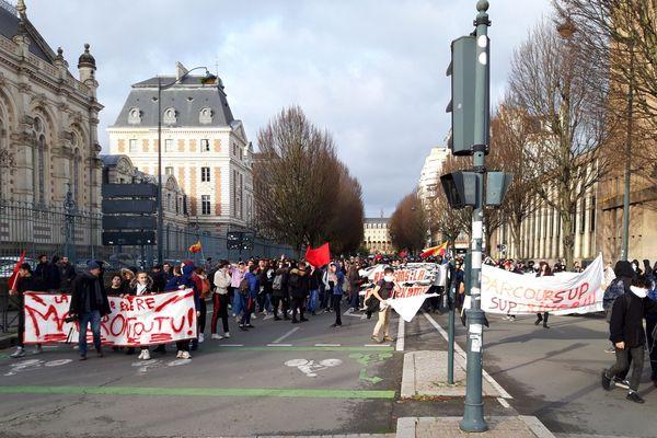 Les lycéens rejoints par des étudiants à Rennes, ce jeudi 6 décembre après-midi