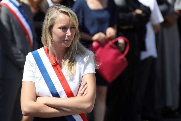Marion Maréchal-Le Pen présente pour une minute de silence sur la Promenade des Anglais à Nice le 18 juillet 2016.
