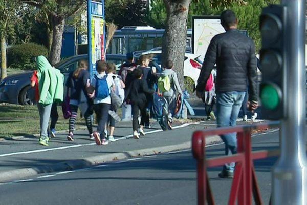À Saint-Rogatien (Charente-Maritime), cinq cas de cancers pédiatriques ont été détectés entre 2008 et 2016.