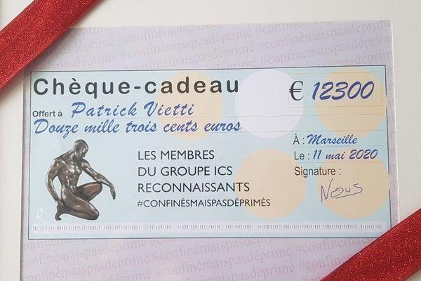 Un joli chèque pour un coach sportif marseillais, à la sortie de la période de confinement.