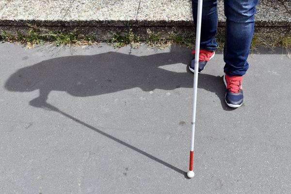 Les personnes malvoyantes et non-voyantes font face à de nouvelles difficultés depuis la mise en place des mesures de distanciation sociale due à la crise sanitaire.