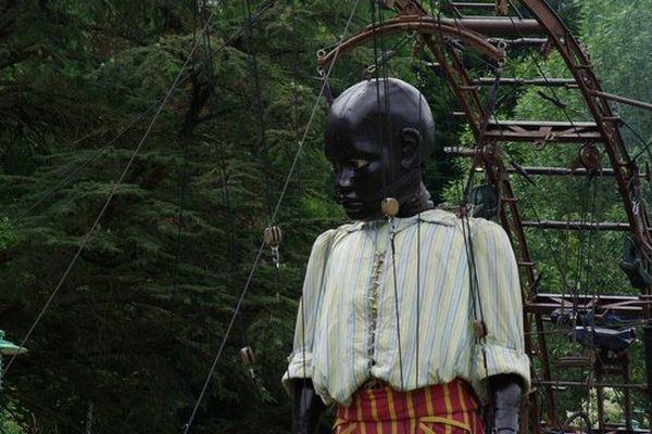 Le petit géant dans le parc des Dervallières