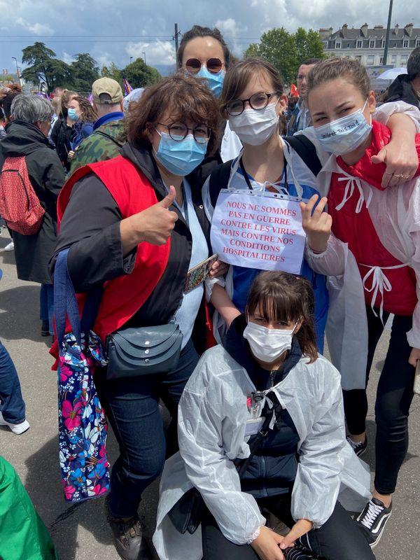 Des manifestations ont eu lieu dans toutes la région. des dizaines de milliers de soignants sont descendus dans les rues en Pays de la Loire.