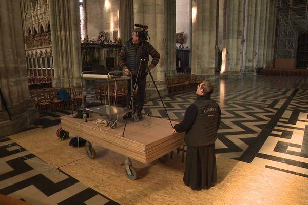 Il a fallu redoubler d'ingéniosité pour installer le dispositif vidéo dans la cathédrale d'Amiens afin de filmer les messes durant le confinement