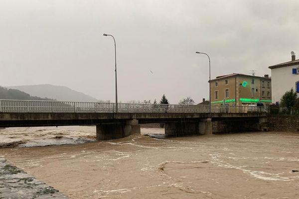 A Couiza, la Salz, un des cours d'eau sous surveillance ce mercredi 22 janvier dans l'Aude.