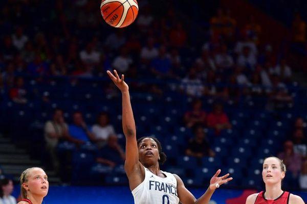 La Capitaine Olivia Epoupa qui a été notamment formée au club Basket Landes. Ici, lors du match de demi-finale de Euro contre la Grande-Bretagne.