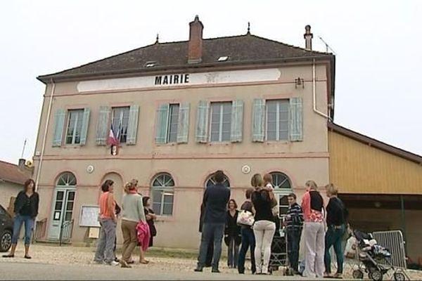 L'inspecteur d'académie a rencontré des parents mais n'a croisé aucun élève, ce mercredi matin, à l'école de Ratenelle.
