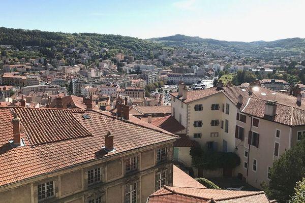Le maire du Puy-en-Velay a décidé d'interdire temporairement le marché du samedi matin afin de faire respecter les mesures de confinement contre le Coronavirus COVID-19, une décision qui ne fait pas l'unanimité.