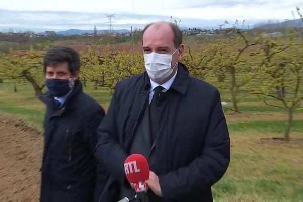 Après une matinée à Lyon, Jean Castex s'est rendu en Ardèche ce samedi 10 avril 2021 en compagnie du ministre de l'Agriculture et de l'Alimentation. Le Premier ministre a annoncé les premières aides à venir après le violent épisode de gel du 7 au 8 avril.