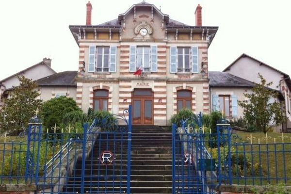 Le maire de Peyrilhac Claude Compain a envoyé son courrier au Ministre de l'Education, au Recteur de l'académie et à la presse locale
