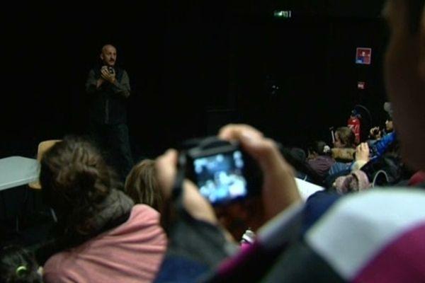 Le photographe Reza anime des ateliers photographiques pour 50 jeunes issus des quartier du Mirail, Bellefontaine et de la Reynerie de Toulouse