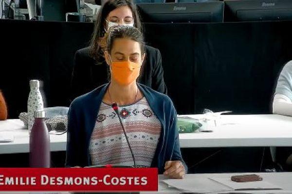 """Emilie Desmons-Costes a proposé aux élus de fermer les yeux pour """"un temps de centrage"""" avant les débats du conseil municipal."""