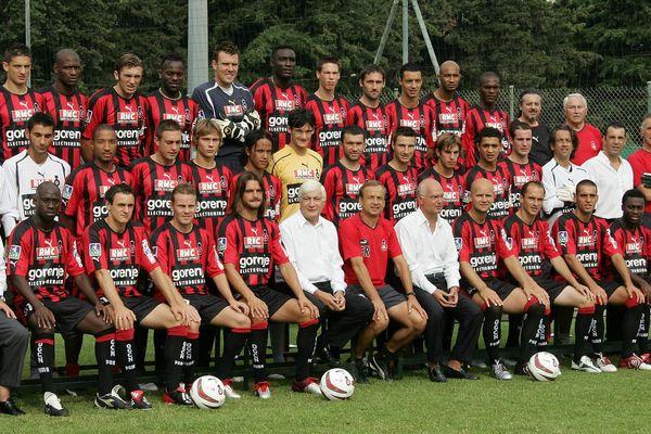 équipe de football de Nice (L1) pose pour la photo officielle, le en août 2004 à Nice. (De haut en bas et de gauche à droite avec maillot) Cédric Varrault, Noe Pamarot, Jacques Abardonado, Jean-Paul Kamudimba, Bruno Valencony, Victor Agali, Roland Linz, Florian Jarjat, Olivier Fauconnier, Olivier Echouafni, Sammy Traore, Hilaire Munoz, Bakary Diakite, Franck Padovani, Bolshakov, Marama Vahirua, Hugo Lloris (en jaune au centre), Romain Pitau, Fabien Lamatina, Franco Dolci, Kamel Larbi, Anthony Scaramozzino, Damien Gregorini, Serge Dié, Sebastien Roudet, Yoann Bigne, Jose Cobos, Christophe Meslin, Thibault Scotto, Romain Lalabouali, Serge Ayeli. (assis 6eD), l'entraîneur est alors à l'époque Gernot Rohr.