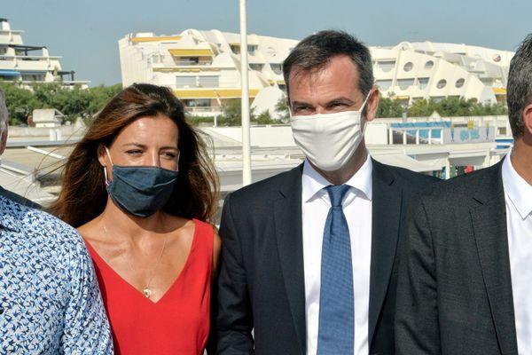 Coralie Dubost avec son compagnon, lors de visite d'Olivier Véran et du 1er ministre le 11/08 dernier à la Grande-Motte.