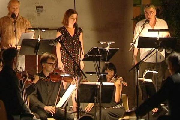 3 acteurs et 13 musiciens ont retracé l'histoire de Dracula, jeudi 21 juillet, dans la cour du couvent Saint-Antoine de Vico.