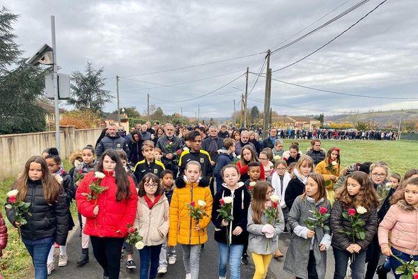 Près de 1.000 personnes participent ce samedi matin à la marche silencieuse en hommage aux victimes de l'accident