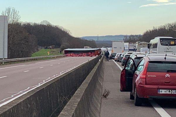 L'accident perturbe la circulation sur l'autoroute A6.