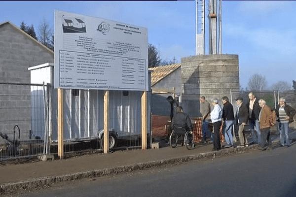 A l'entrée du village de Langouëlan, le chantier de deux maisons adaptées pour personnes à mobilité réduite.