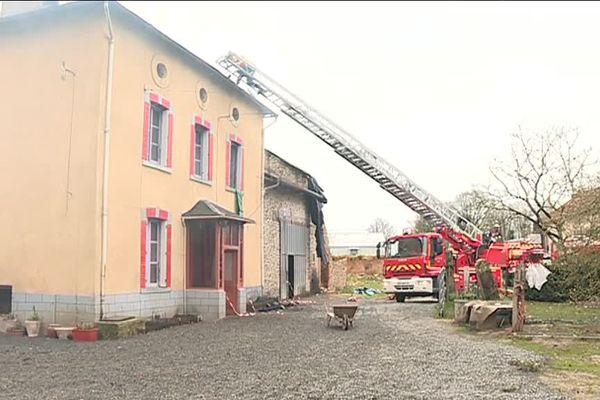 Moins de deux ans après avoir vu une partie de leur ferme partir en fumée, la famille Hatte a de nouveau été victime d'un incendie à Saint-Maurice-les-Brousses.