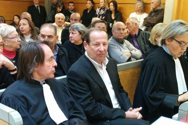 Elie Brun, au centre avec à sa droite, son avocat Maître Guidicelli, du barreau de Toulon