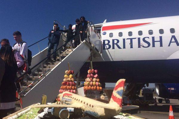 Tous les samedis, entre 10 000 et 15 000 passagers descendent d'avion chaque jour à l'aéroport de Grenoble. Pour près de 80% d'entre eux, ils sont originaires du Royaume-Uni.