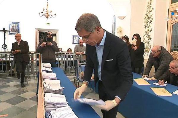 Pierre Savelli, le maire sortant bastiais, au moment du dépouillement du premier tour