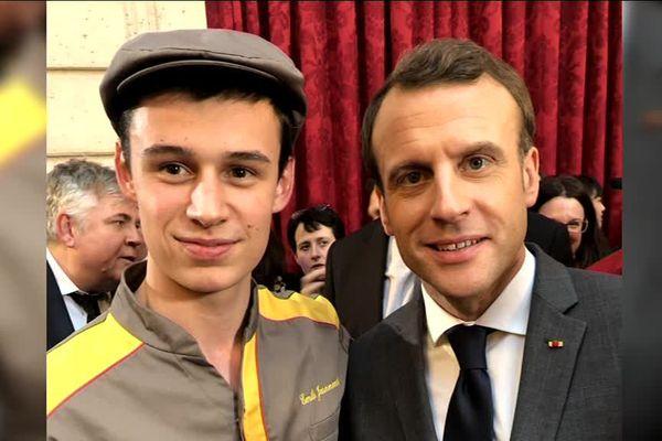 Emile jeannenot aux côtés d'Emmanuel Macron, pour la célébration de l'épiphanie à l'Elysée.