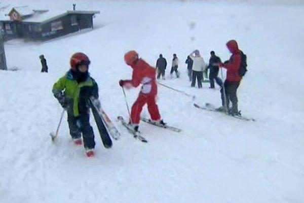 Les skieurs s'en donnent à coeur joie à la station de Super-Besse