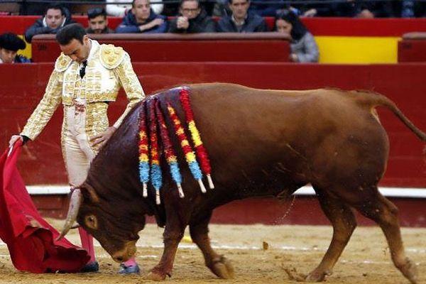 """Valencia, 18 mars 2018. Ponce et """"Maniquí"""" de Juan Pedro Domecq. Chaque passe de la faena pourrait servir d'illustration à une affiche de corrida."""