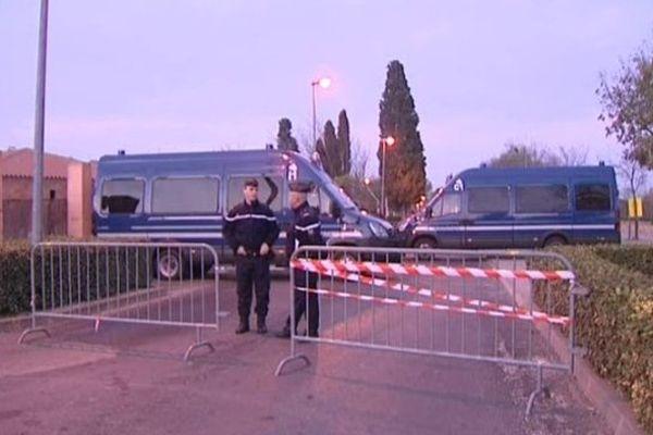 Un périmétre de sécurité a été installé autour des lieux où se déroule la reconstitution.