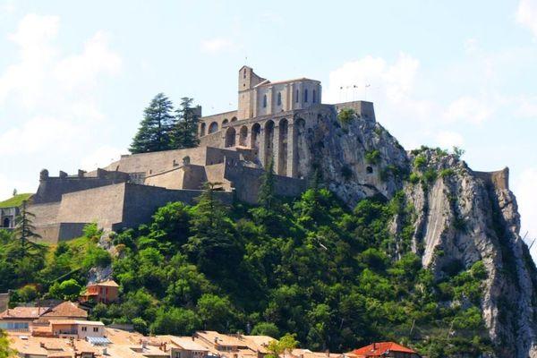 """La """"citadelle"""" de Sisteron, tenue depuis 1983 par Daniel Spagnou tombera-t-elle pour les municipales de 2020 ?"""