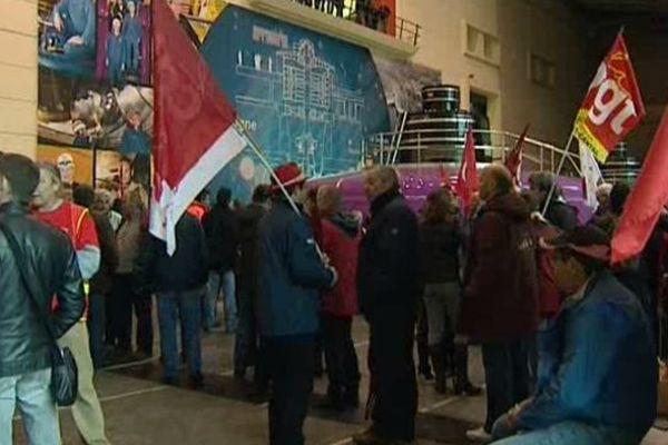Environ 500 salariés de l'Energie d'Auvergne et du Limousin ont manifesté mardi matin contre une partie de la loi de transition énergétique. Ils n'ont pas hésité à se rendre à l'intérieur du barrage de Bort-les-Orgues pour se faire entendre.