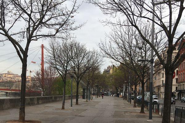 Personne sur le quai Saint-Vincent, dans le 2e arrondissement, il est 9h du matin.