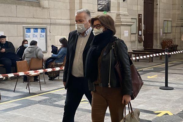 Dernier jour d'audience aux Assises de Pau : le prévenu comparaît libre mais l'avocat général a requis 18 ans de réclusion criminelle.
