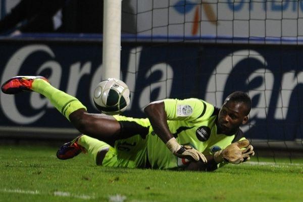 Johny Placide signe pour trois ans et demie à Reims.