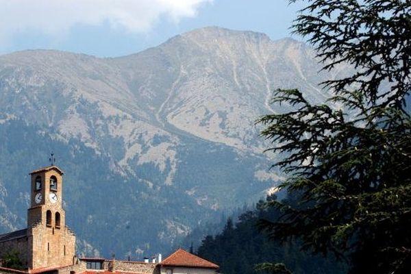 Le massif du Canigou vu depuis Vernet-les-Bains. Archives