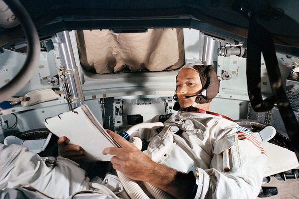 Le pilote du module de commande d'Apollo 11, Michael Collin, à l'entraînement pratique dans le simulateur du centre spatial Kennedy, le 19 juin 1969. L'astronaute américain est décédé à l'âge de 90 ans, a annoncé sa famille dans un communiqué du 28 avril 2021.
