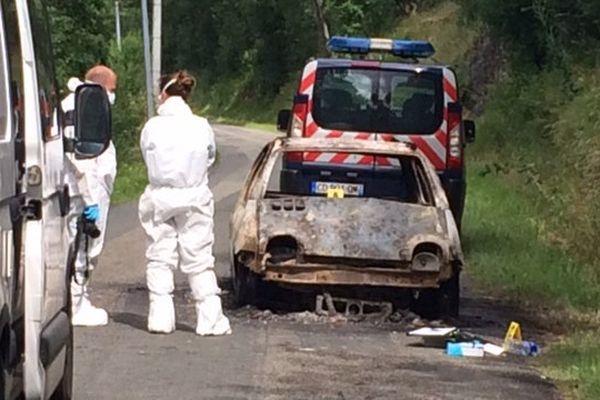 Le corps a été retrouvé dans une voiture en feu stationnée au lieu dit Pérrissan.