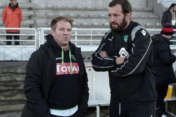 Carl Hayman (à droite) en discussion avec Simon Mannix entraîneur à la section paloise (janvier 2017).