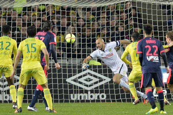 Nantes-Bordeaux (2-2). Championnat de France de football, Ligue 1, 22ème journée, Rémy Riou battu par Lorik Cana