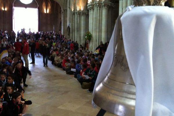 Près de 2000 scouts américains et européens ont assisté ce matin à une messe pour la paix et la fraternité en la cathédrale de Bayeux ce samedi matin