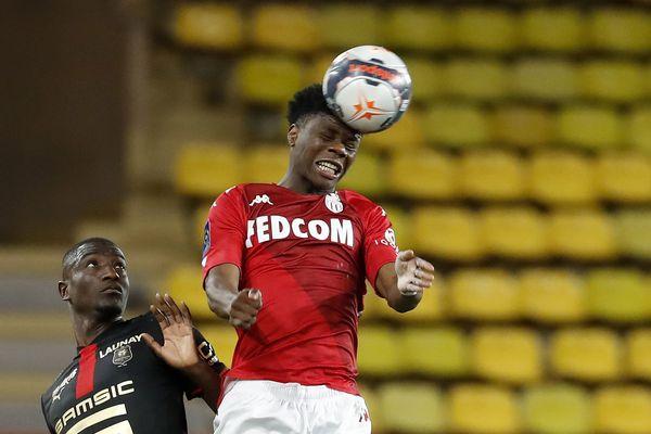 Les maillots collector du match AS Monaco-Rennes du dimanche 16 mai. Ces maillots sont intégralement rouge avec le slogan inscrit dans le col : RISE.RISK.REPEAT