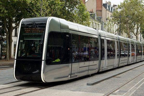 Photo prise lors de l'inauguration de la 1ère ligne de tram, à Tours, e,n août 2013.