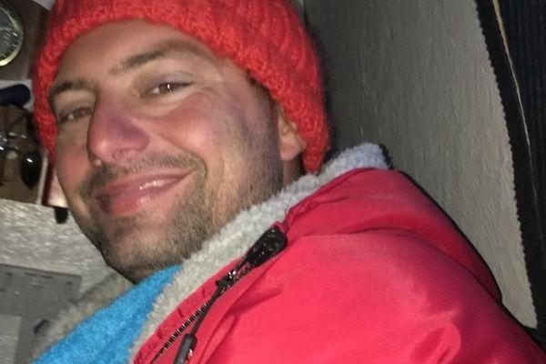 L'Héraultais Julien Pérez, après 34 kilomètres de nage dans les eaux froides de la Manche.