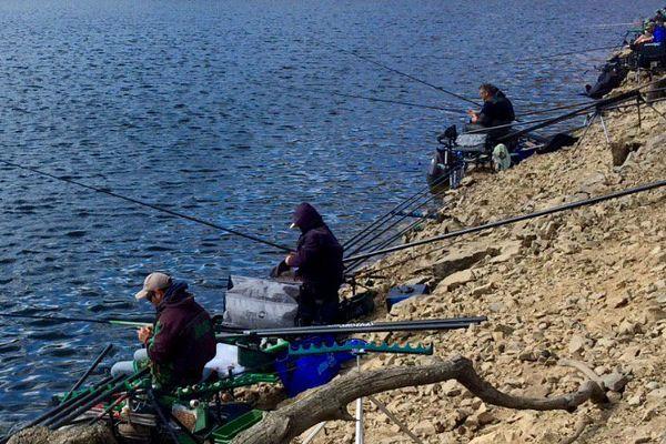 Compétition de pêche au coup sur les rives du lac des Fades au coeur des Combrailles (63)
