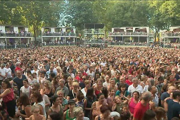 Des centaines de fans sont venus acclamer Francis Cabrel au Brive festival.